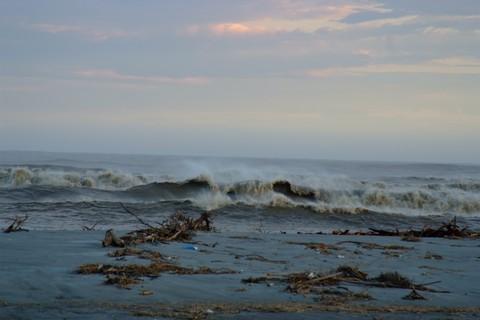 押し寄せる荒波