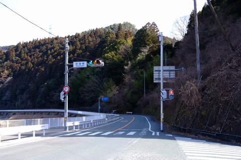 県道58号へ
