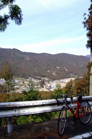 高塚山中腹から下界を望む