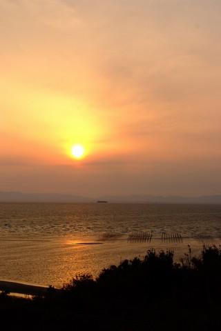 伊勢湾に沈む夕日