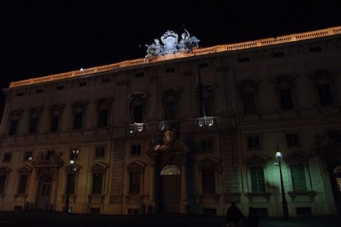 彫刻のある建物