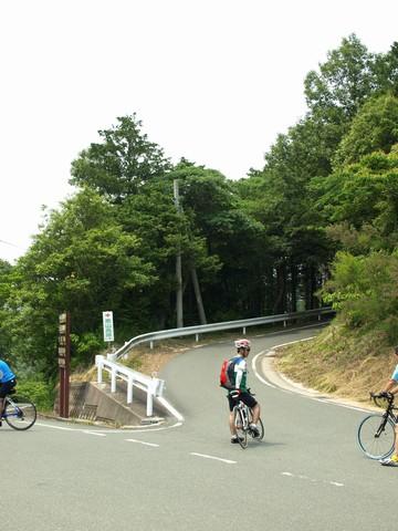 尉ヶ峰林道への道