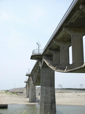 菊川河口の潮騒橋